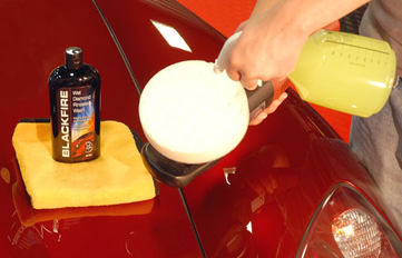 BLACKFIRE Rinseless Wash can be used as a buffing pad lubricant.