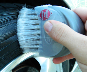 Carrand Brush & Shine Tire Dressing Applicator makes applying your favorite tire dressing quick and easy.