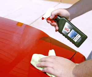 1z Einszett Detail Spray repels dust, water, and light contamination.