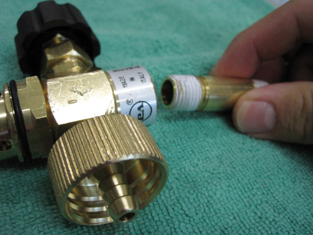 The brass male nipple unscrews from the Foam Cannon HP