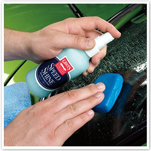 The Griot's Garage Glass Cleaning Clay cleans auto glass.