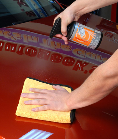 Menzerna Control Cleaner removes polishing oils, revealing the true finish of your paint