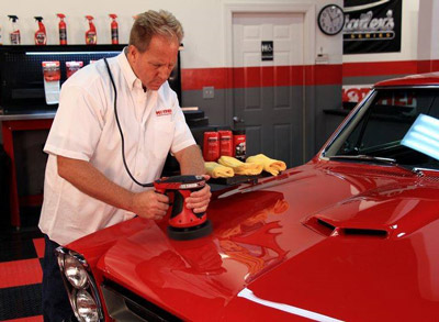 Mike Phillips demonstrates how easy it is to use the Mothers Wax Attack 2 Power Pro Polisher System