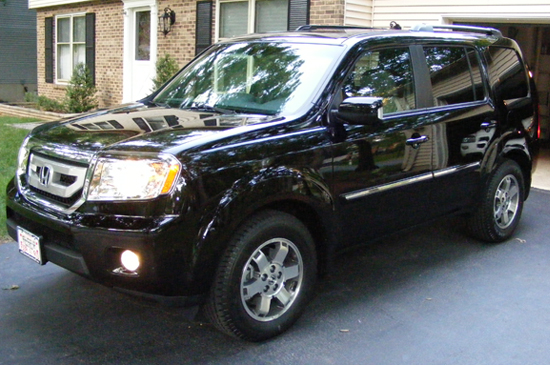 Honda Pilot after being detailed with Wolfgang Deep Gloss Paint Sealant 3.0.
