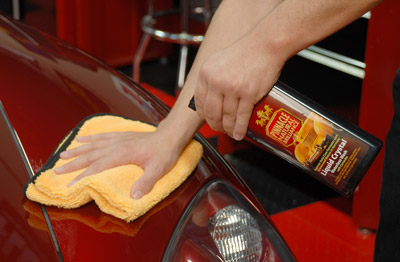 Pinnacle Liquid Crystal Waterless Wash w/Carnauba imparts a slick, high-gloss finish on painted surfaces