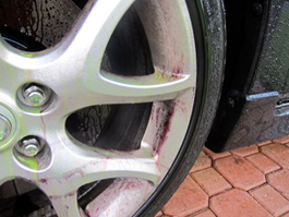 Sonax Wheel Cleaner turns red when it touches brake dust and grease.