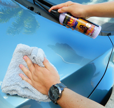 The Edgeless Microfiber Quick Detail Towel is compatible with all quick detail sprays!