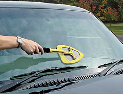 The Stoner Invisible Glass Reach & Clean Tool cleans the center windshields on large vehicles and SUVs.