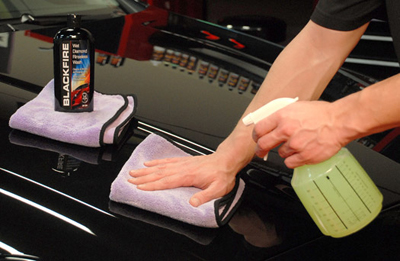 Blackfire Wet Diamond Rinseless Wash can be used to clean auto paint.
