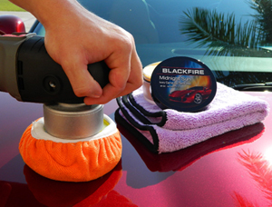 The Deluxe Orange Microfiber Bonnet makes removing wax or polish with your DA polisher quick and easy!