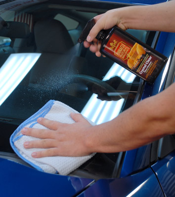 Pinnacle Crystal Clear Glass Cleaner with Water Repellent provides streak-free results and a super slick finish that repels water and contaminants