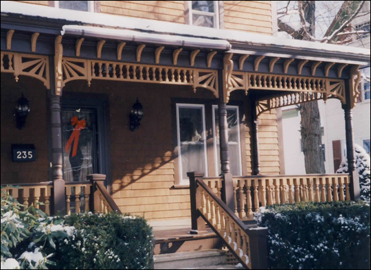 FRONT PORCH - Closer view