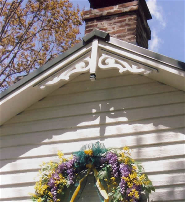 Close-up of Gable Photo 25