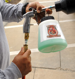 Use a high foaming shampoo with the Tornador Foamer Foam Gun.