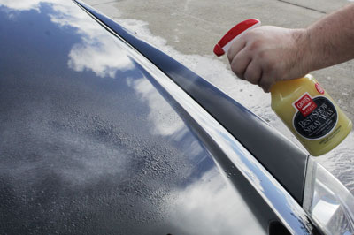 Griot's Garage Best of Show Spray Wax has a simple spray and wipe application!