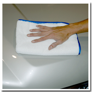 The Cobra Arctic White Miracle Towel is made of soft 70/30 microfiber with a satin edge.