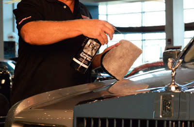 BLACKFIRE Carnauba Spray Wax creates a deep glossy finish that is super slick