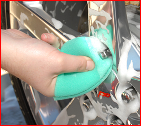 Use the included Finger Pockets to clean around lug nuts.