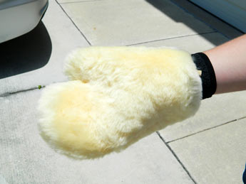 Dodo Juice Tribble Wash Mitt holds a lot of thick, soapy water