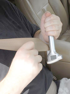 Slice through jammed seatbelts with the razor sharp blade.