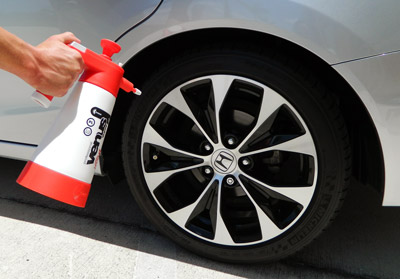 The red Kwazar Venus Super 360 Pro Sprayer is perfect for cleaning wheels