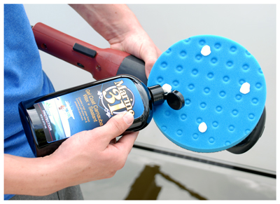 Marine 31 Gel Coat Carnauba Wax + Sealant can be applied by hand or dual action polisher