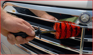 The Speed Master Jr. Wheel Brush cleans grills, narrow spoke wheels, wipers, and air intakes.