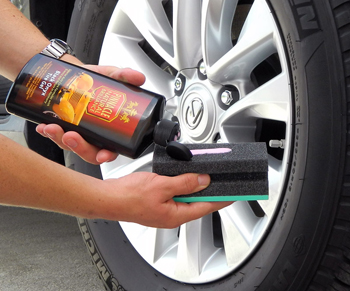 Pinnacle Black Onyx Tire Gel dries to the touch and will not sling off