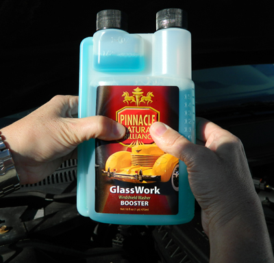 Pinnacle GlassWork Windshield Washer Booster has a built-in measuring cup for accurate product measurement!