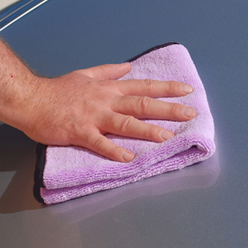 Wipe away quick detailers and spray waxes with this plush microfiber buffing towel.