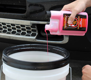 Add 1 ounce of Uber Rinseless Wash to 3 gallons of water to create a super slick rinseless wash solution