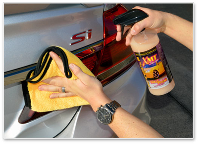 XMT Final Finish Instant Detailer doesn't streak or smear and it buffs off without any effort
