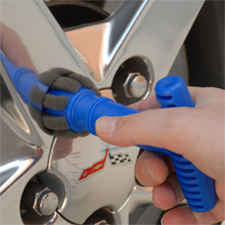 The Recessed Lug Nut Brush has a T handle for easy handling.
