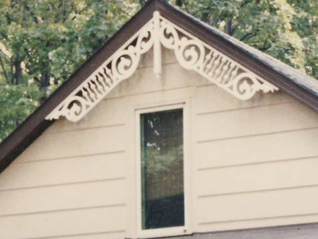 Close-up of Gable Photo 17