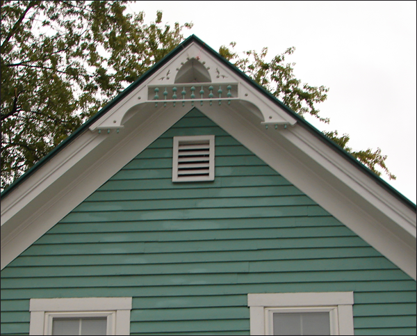 Close-up of Gable Photo 30
