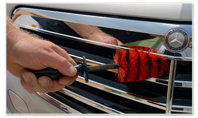 The Speed Master Jr. cleans between grill slats of varying widths.