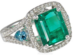 Emerald mounted in White Gold Diamond Ring